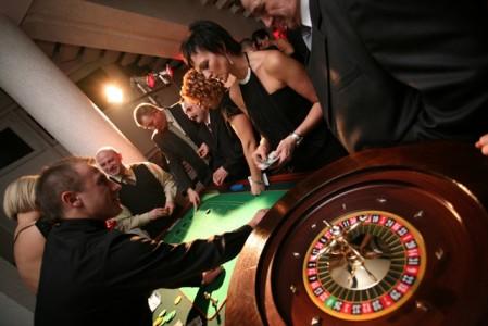 http://www.apuestasruleta.com/wp-content/uploads/2009/11/jugar-por-diversion-en-la-ruleta-449x300.jpg